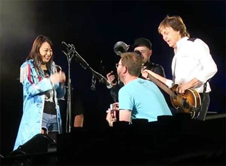 Beatles Legend Paul McCartney Invites Aussie Couple Onstage for a Very Special Marriage Proposal