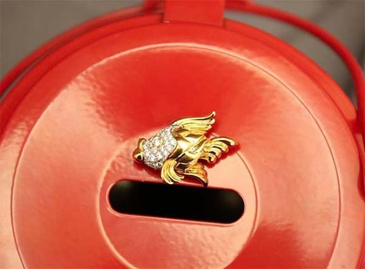 Diamond-and-Gold Fish Brooch Valued at $5,000 Tops List of Salvation Army Holiday Donations